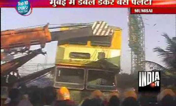one biker killed 18 injured as bus overturns in mumbai