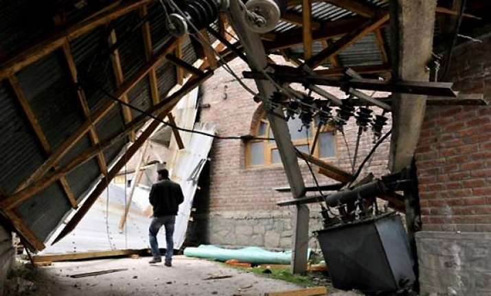 one killed 17 injured in kashmir storms