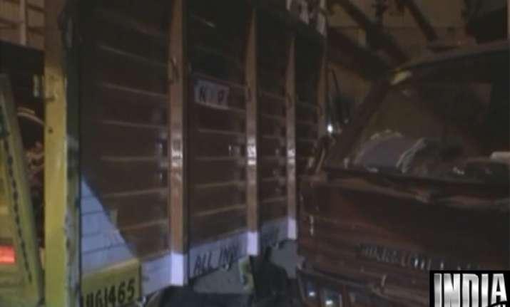 one killed three devotees critical in delhi accident