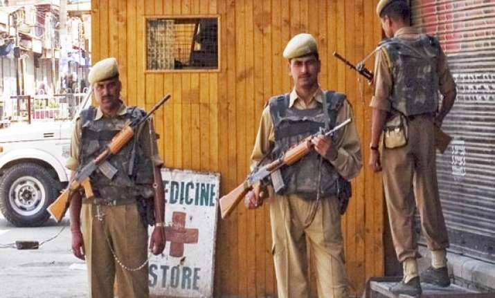 one killed as militants attack liquor shop in srinagar