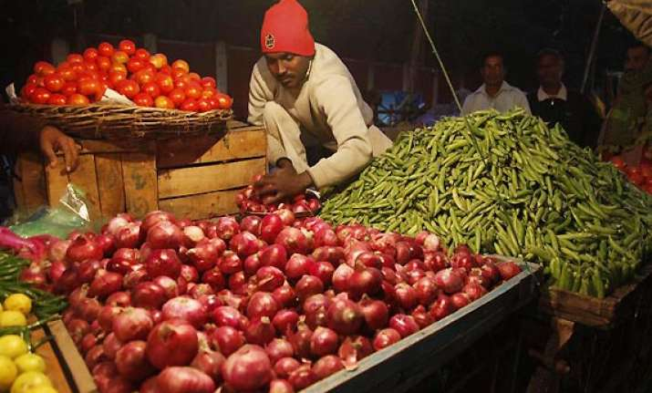 onion prices unscrupulous traders hiking rates says mos