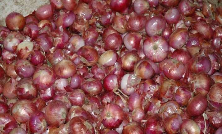 onion prices remain high at rs 60/kg wholesale rates soften