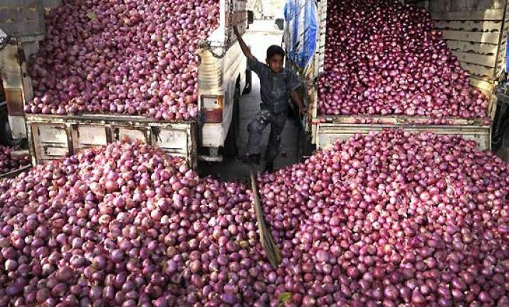 onion prices shoot up in nashik due to unseasonal rains