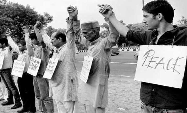 over 1.5 lakh people form human chain in muzaffarnagar