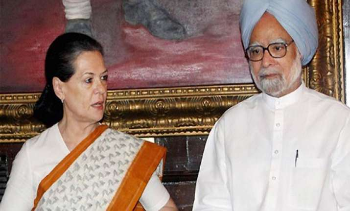 pm sonia condemn naxal attack in chhattisgarh