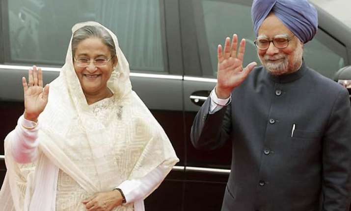 pmo removes pm s off the record remark about bangladesh