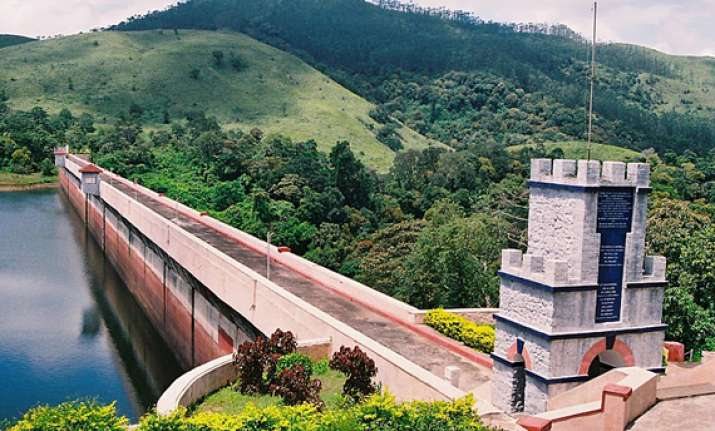 pm expresses concern over violence on mullaperiyar dam issue