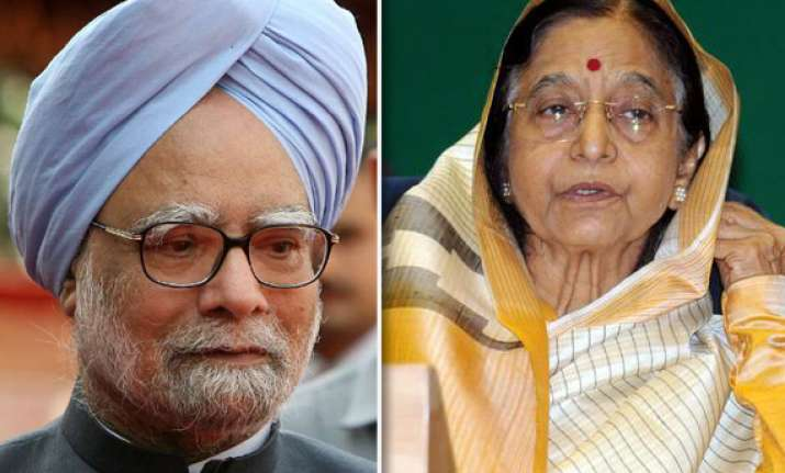 pm meets president briefs her on resolution on lokpal bill