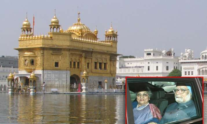 on new year day pm to offer prayers at golden temple