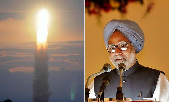 pm congratulates scientists for pslv launch