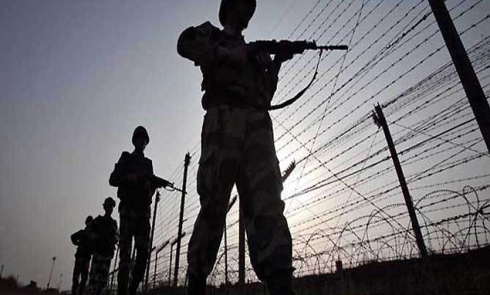 3 pak civilians cross into india by mistake