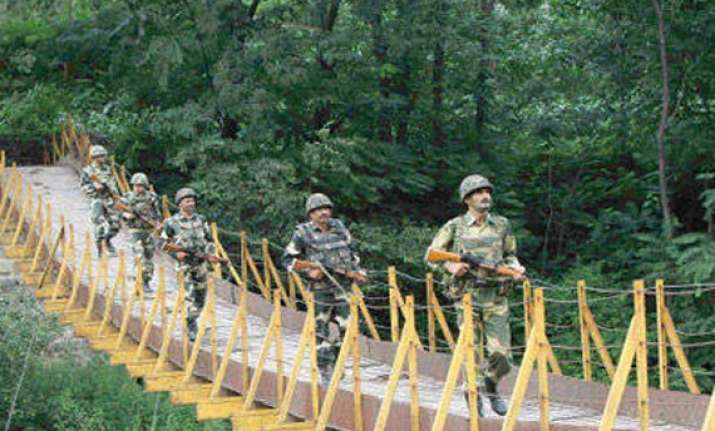pak targets indian posts along poonch 7th ceasefire