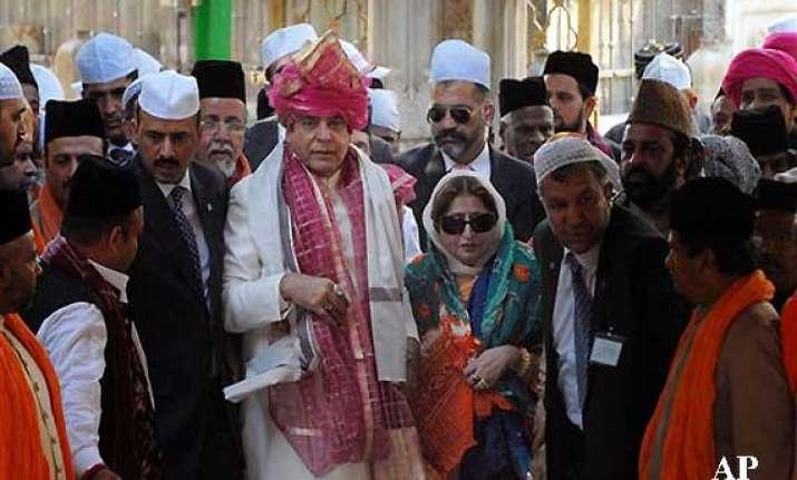pak pm prays for peace at ajmer shrine meets khurshid over