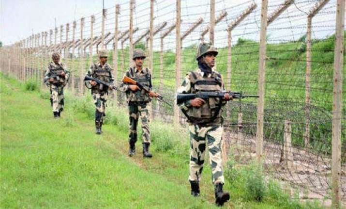 pakistan violates ceasefire as manmohan returns after