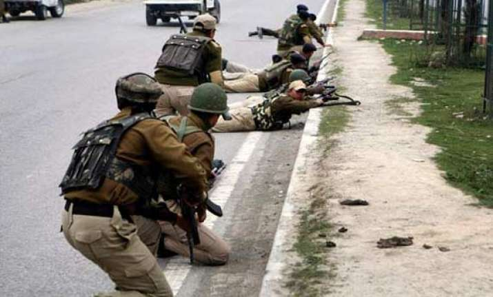 pakistan violates ceasefire 1 bsf personnel killed in firing