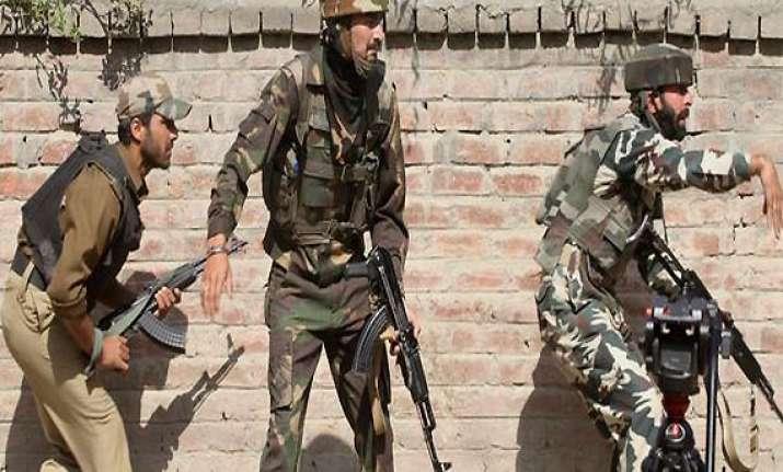 eight policemen injured in srinagar gunfight