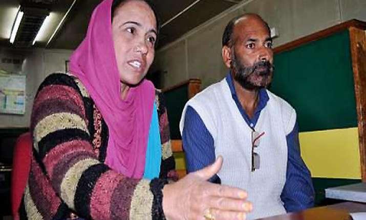 parents of delhi blast suspect allege torture of their son