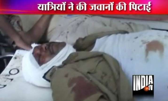 passengers bash up railway constables on train