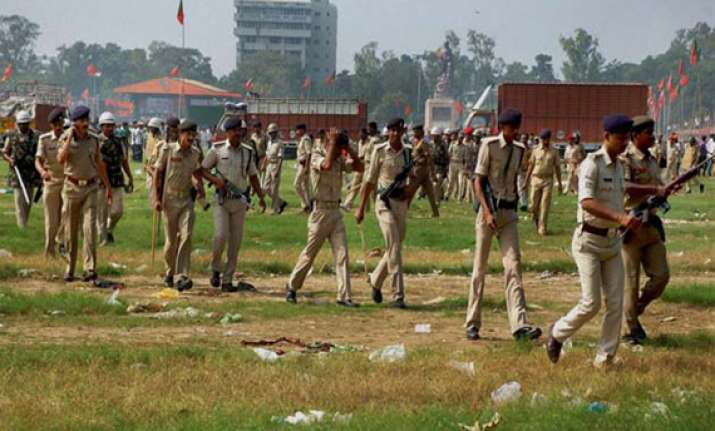 patna blasts suspect detained at delhi airport