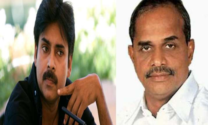 pawan kalyan criticises ys rajasekhar reddy over ap division