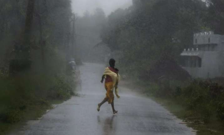phailin storm killed at least five in jharkhand