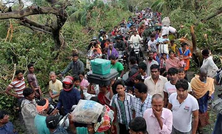 odisha cyclone phailin 647 vilages still stranded