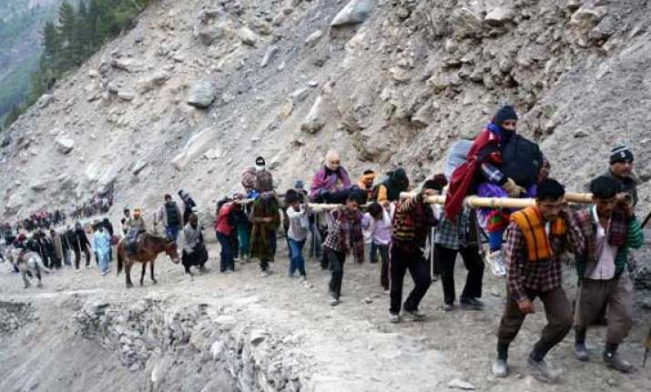 pilgrim count at amarnath cave crosses 1 lakh mark 2 more