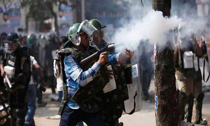 police fire teargas at united andhra pradesh supporters