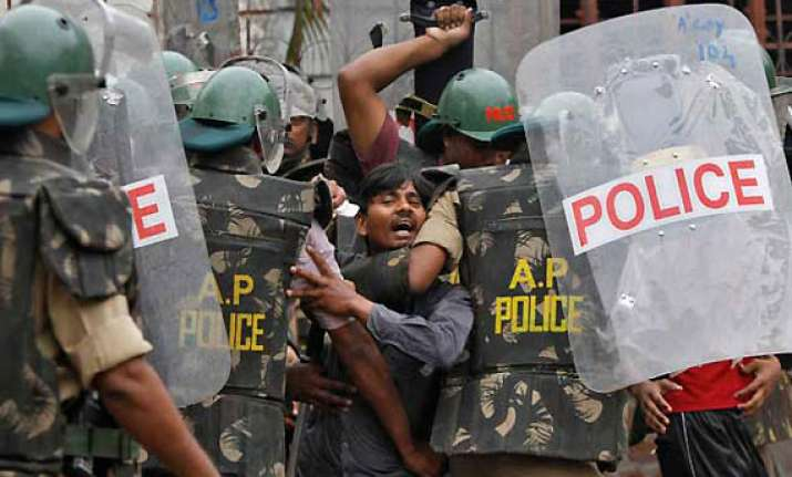 police in seemandhra put on alert
