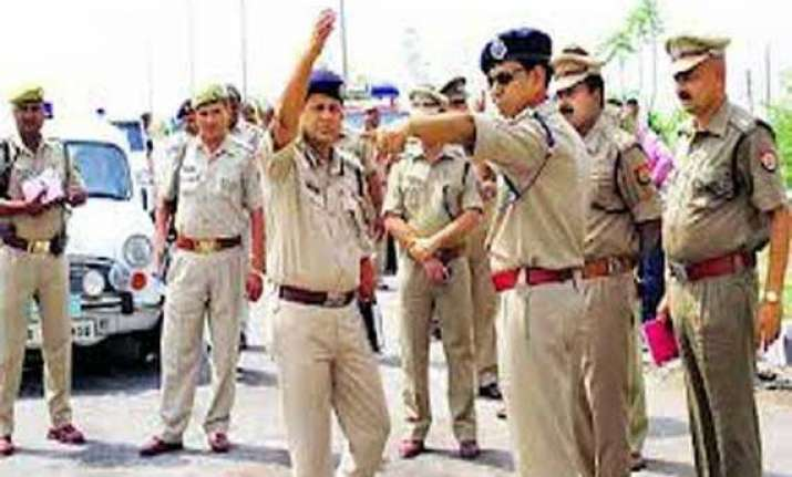 police mining mafia exchange fire in noida