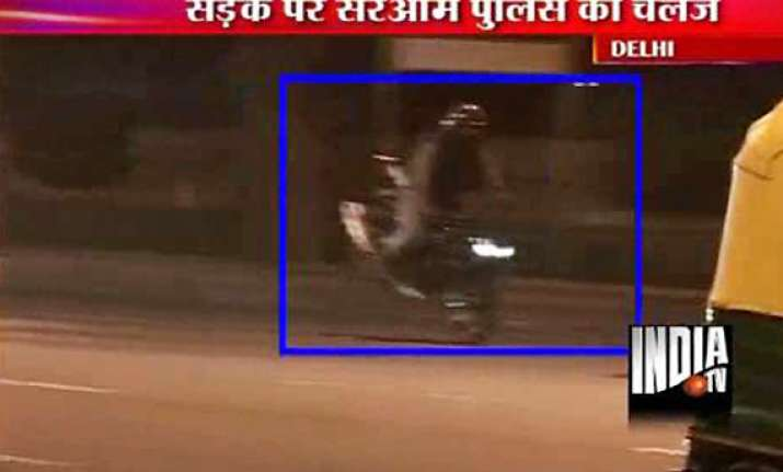 police turns blind eye to stunt bikers at india gate