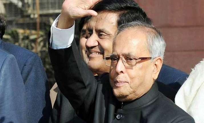 govt cornered pranab briefs congress mps on fdi inflation
