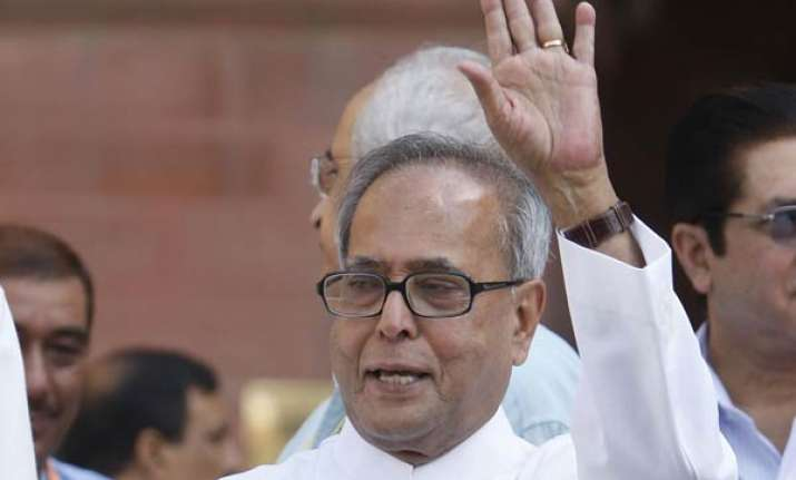 pranab promises to bring lokpal bill in monsoon session