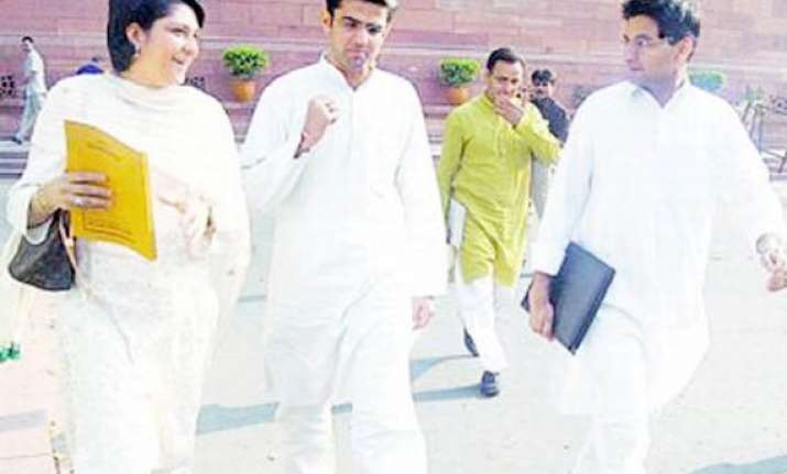 pranab to brief congress mps on lokpal logjam