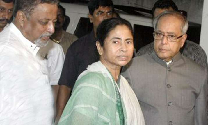 pranab visits mamata s ailing mother in hospital