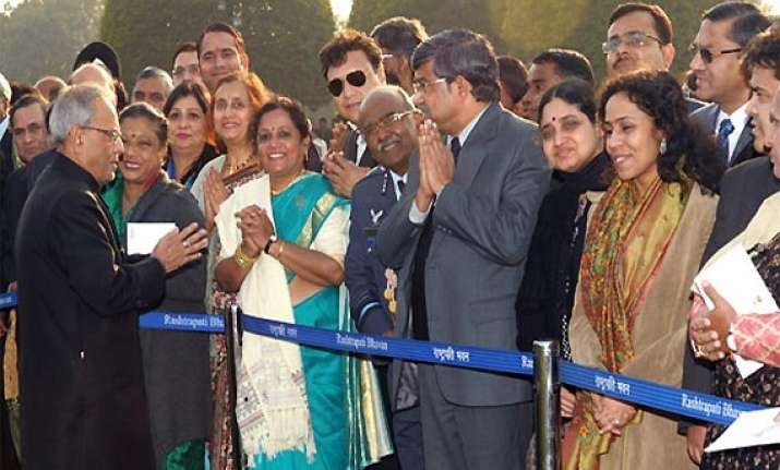 president pranab mukherjee mingles with guests at