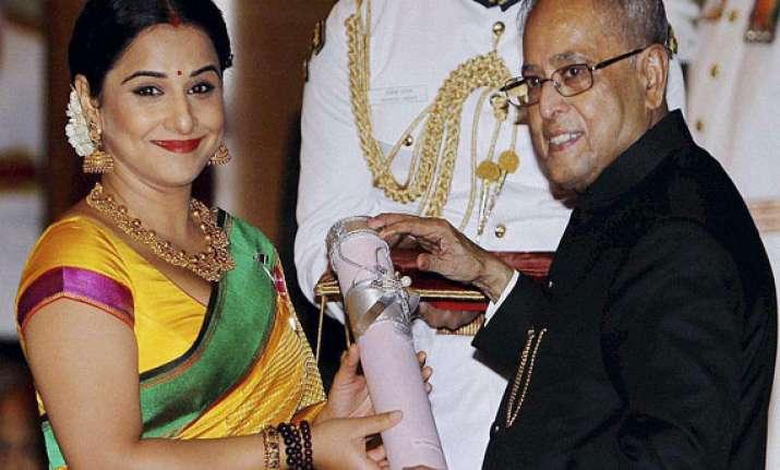 president confers padma awards to mashelkar vidya balan