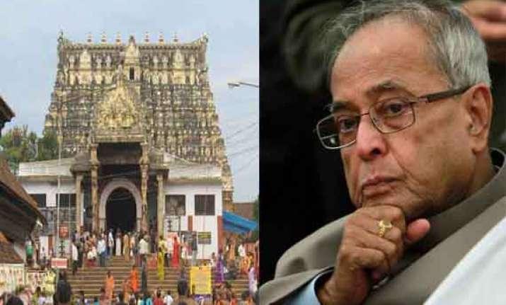 president offers prayers at padmanabhaswamy temple