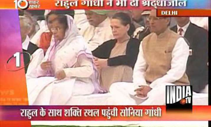 president pm sonia offer prayers on indira death anniversary
