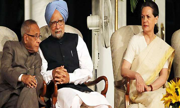 president pm sonia attend gujral s funeral