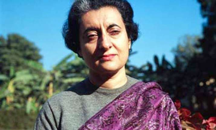 president sonia pay tributes to indira gandhi on her 94th