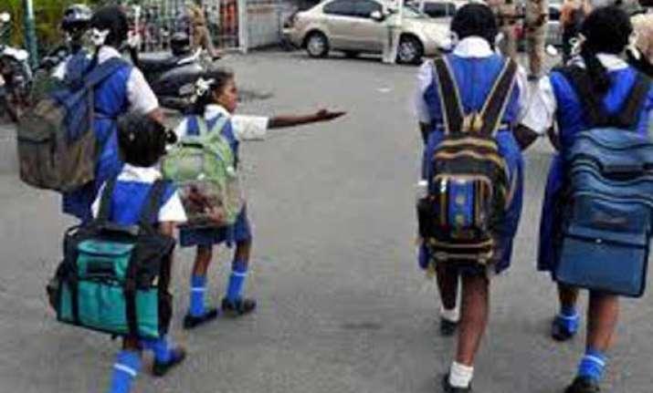 private schools in karnataka oppose rte guidelines