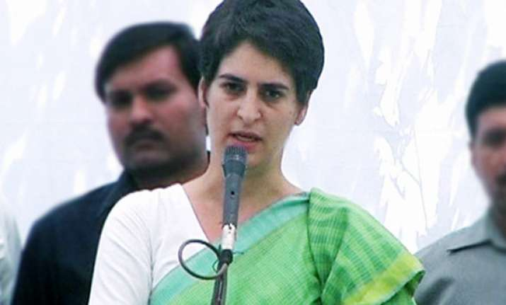 priyanka asks congress workers to stay away from groupism
