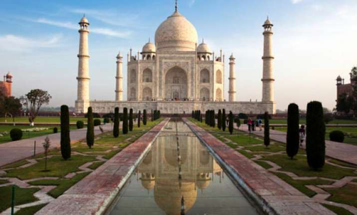 protest at taj mahal over high court demand