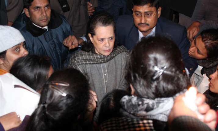 protesters meet sonia rahul who assure speedy action