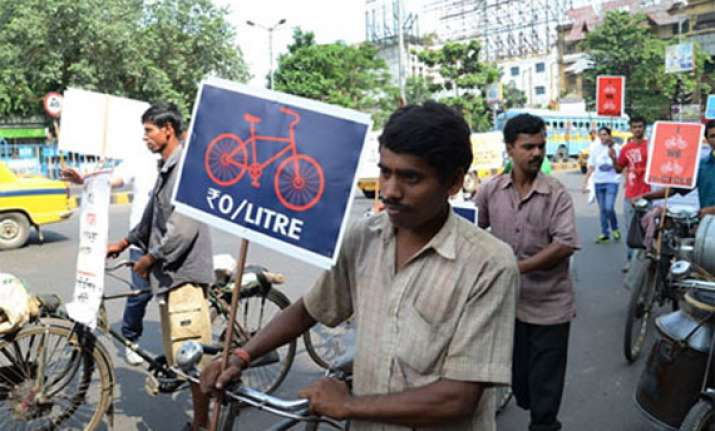protests against cycling ban on major kolkata roads