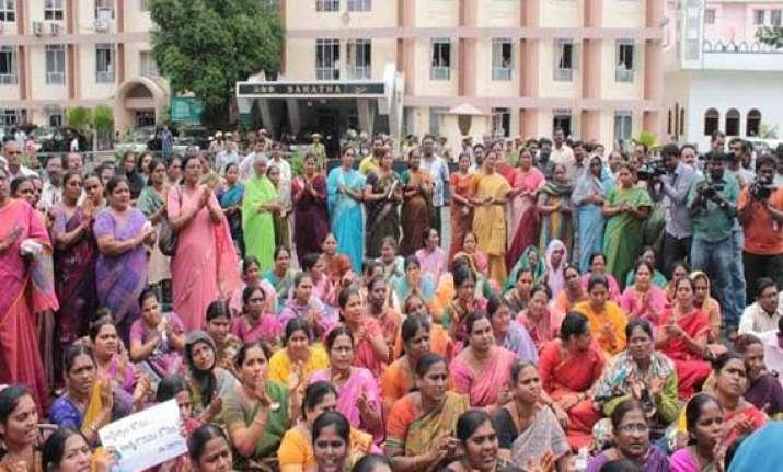 protests continue unabated in seemandhra region