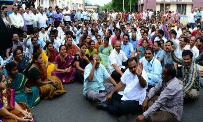 protests continue in seemandhra region for united ap