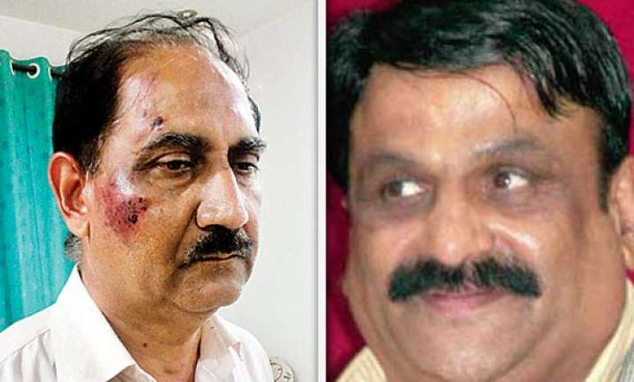 pune congress mla beats up retired iaf officer police files