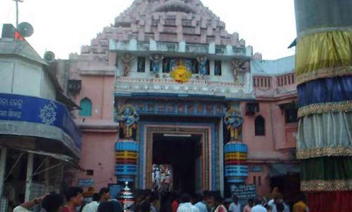 puri jagannath temple priests pledge support to hazare